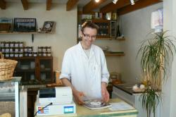 fromagerie-francois-durand-a-camembert-10-avril-2010-1.jpg